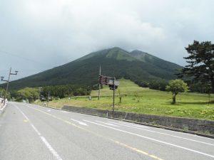 【中国・広島】 熊本支援部旗リレー 鳥取・大山にキャンプツーリング